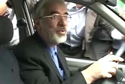 Músáví odjíždí z tryzny za oběti íránských nepokojů