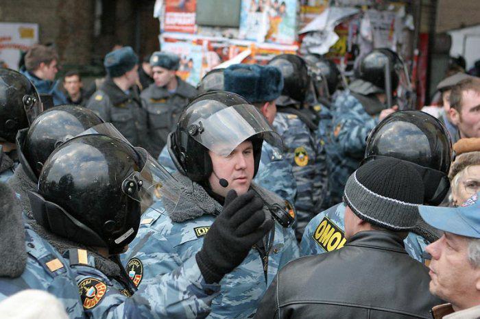Policisté na Triumfálním náměstí