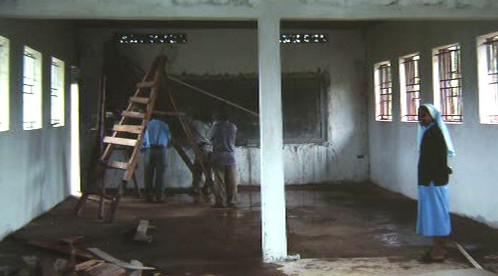 Stavba školy v Ugandě
