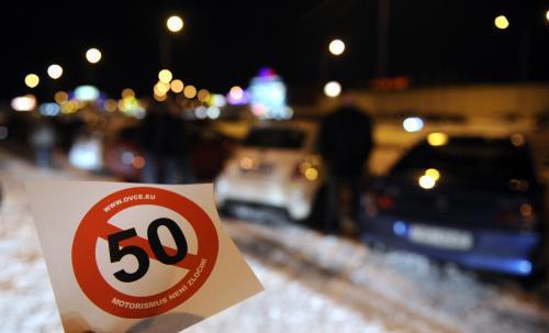 Řidiči protestují proti snížení rychlosti
