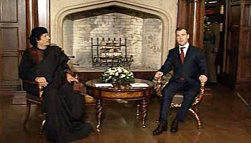 Muammar Kaddáfí a Dmitrij Medveděv
