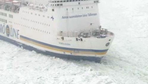 Trajekt Nordlandia uvízlý v ledu