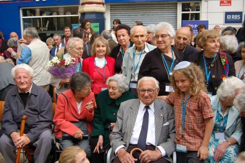 Nicholas Winton přivítal v Londýně cestující vlaku Winton Train