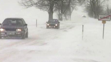 Sněžení způsobuje řidičům nemalé problémy