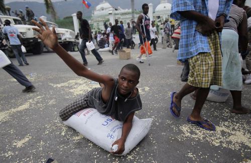Haiťané bojují o každý příděl jídla