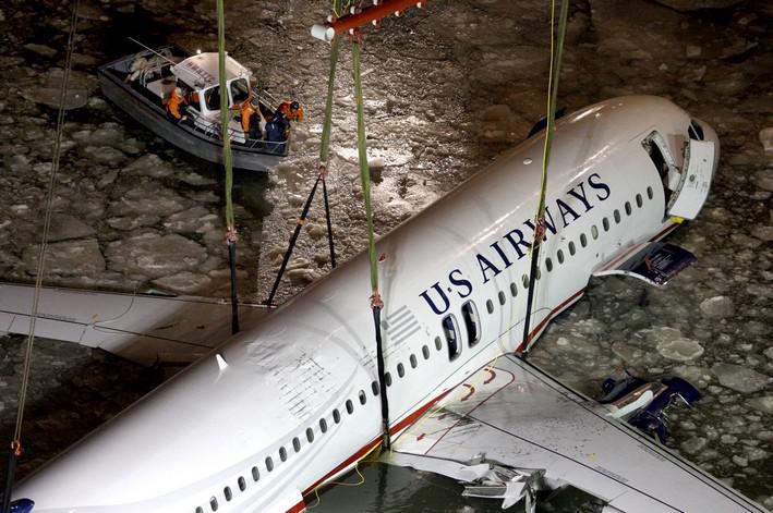 Trosky havarovaného Airbusu