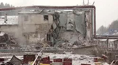 Poničené objekty továrny Avon