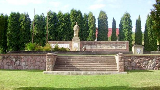 Památník obětem masakru v Kľaku