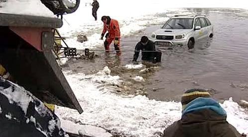 Vytahování auta z vody