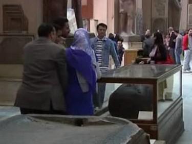 Návštěvníci egyptského muzea
