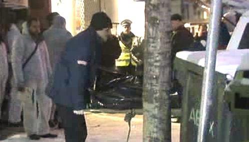 Bulharská policie odnáší tělo Borise Cankova