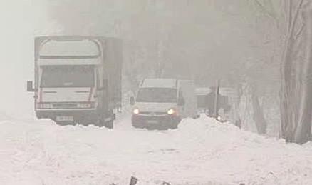 Sníh komplikuje jízdu na silniních