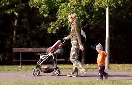 Matka se dvěma dětmi