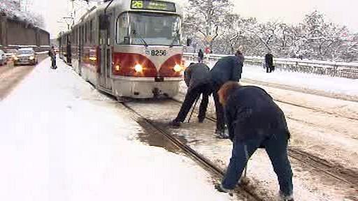 Sníh komplikoval tramvajovou dopravu v Praze