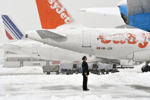 Letiště v Ženevě pod sněhem