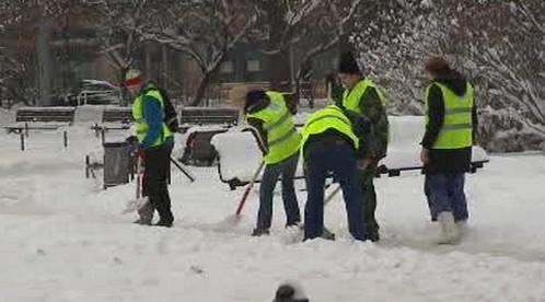 Úředníci v boji proti sněhu
