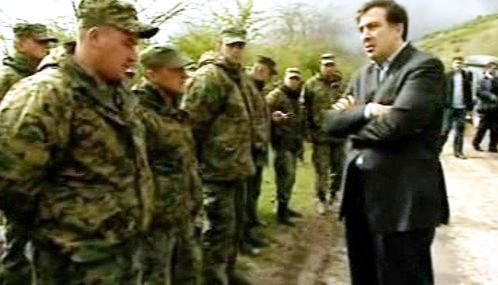 Michail Saakašvili s gruzínskými vojáky