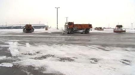 Odklízení sněhu na ruzyňském letišti