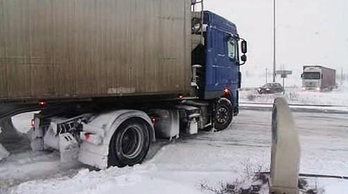 Se sněhem mají problémy kamiony