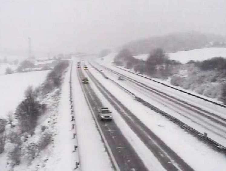 Sníh zasypal dálnici D1