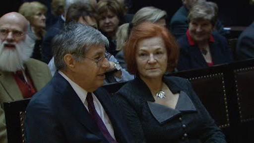 Ivan Klíma s manželkou při přebírání Ceny Karla Čapka