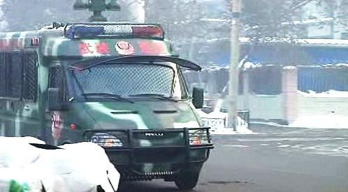 Čínský vojenský vůz v Sin-ťiangu