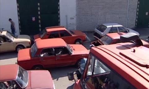 Auta čekající na sešrotování