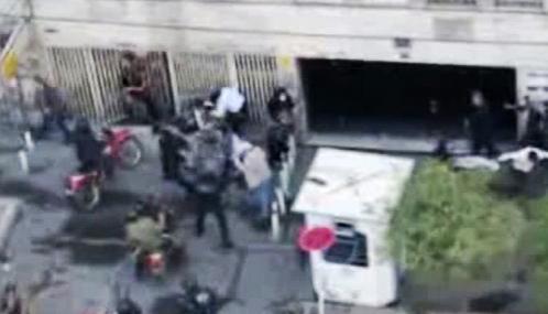 Íránská policie zasáhla proti demonstraci opozice