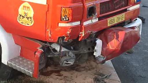 Poničený hasičský vůz