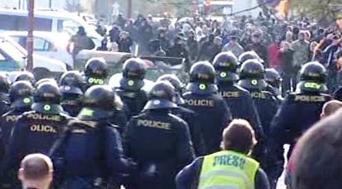 Policisté s extremisty