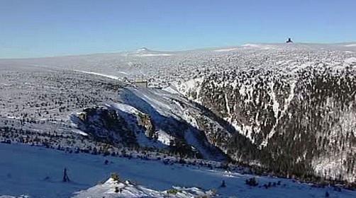 Zasněžené vrcholky hor