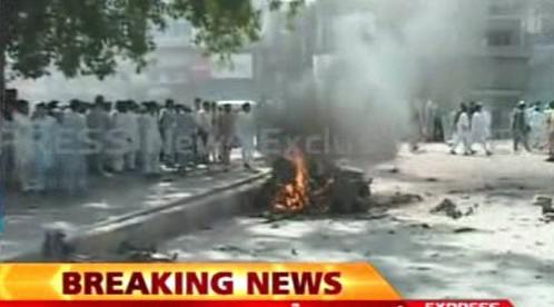 Následky výbuchu v Péšávaru