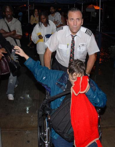 Cestující z havarovaného letadla