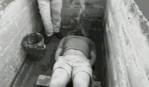 Mučení metodou waterboarding