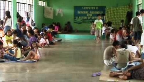 Evakuovaní lidé ohrožení sopkou Mayon
