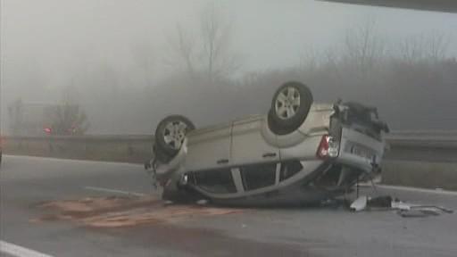 Auto po havárii spadlo na dálnici