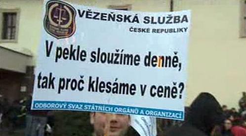 Protesty proti snižování platů