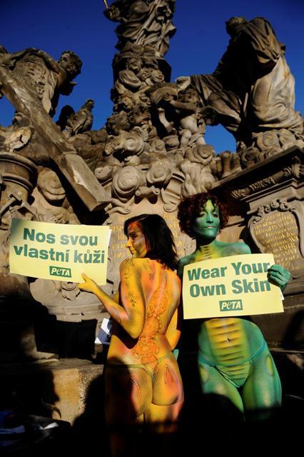 Aktivistky protestující proti zabíjení zvířat kvůli módě