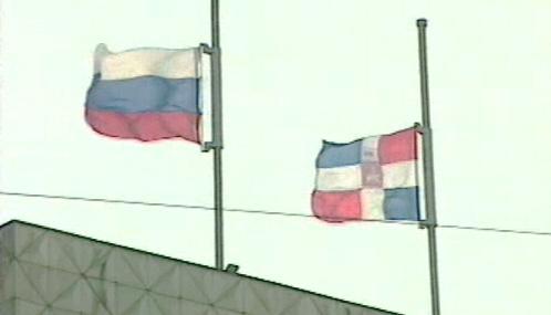 Ruské vlajky na půl žerdi