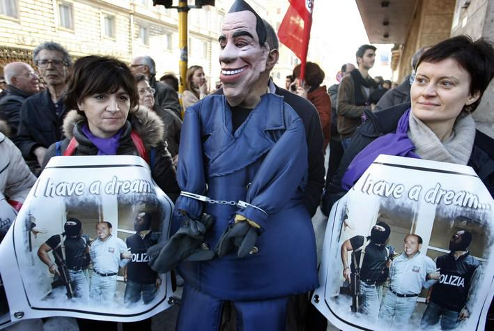 Demonstranti požadovali demisi premiéra Berlusconiho