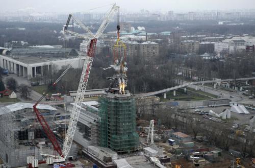 Socha Dělník a kolchoznice se vrací do Moskvy