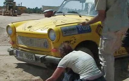 Oprava trabantu během náročné cesty