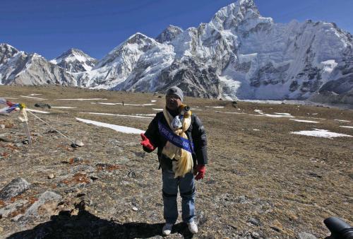 Nepálský premiér pod Mount Everestem
