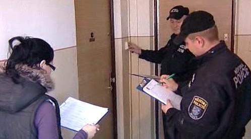 Policie při kontrole nájemníků