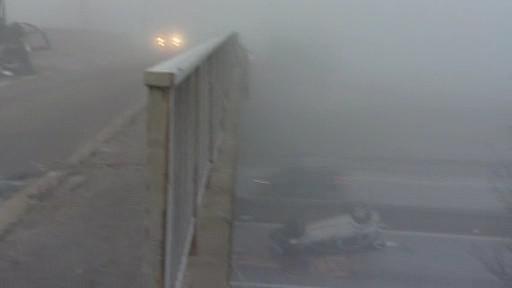 Hustá mlha v místě nehody