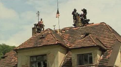 Squatteři na střeše vily