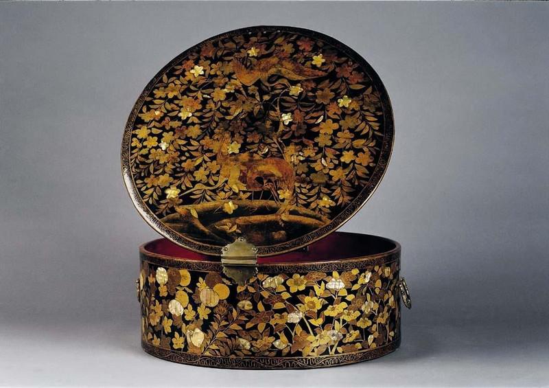 Krabice na renesanční límce