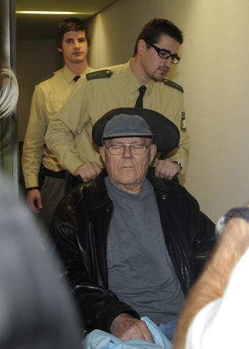 John Demjanjuk míří k soudu