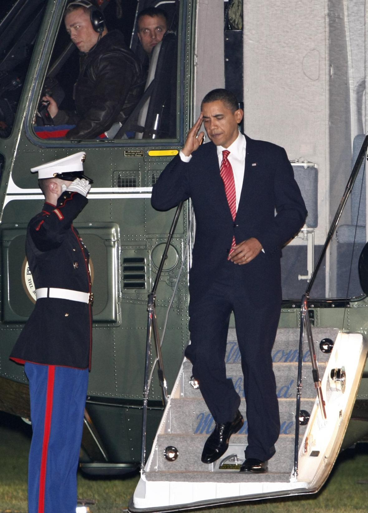 Barack Obama po přistání na West Point