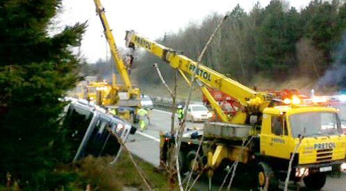 Jeřáb u nehody kamionu